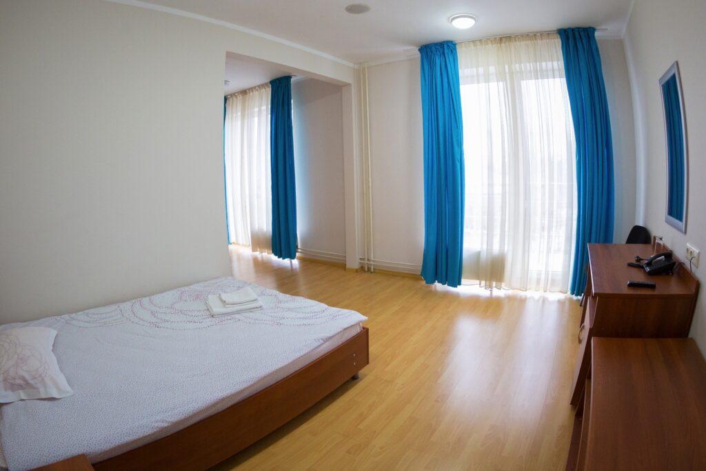 Двухместный полулюкс отель Пирс (корпус 2)